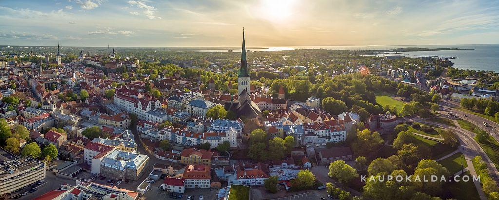 Oleviste kirik ja Tallinna vanalinn imelises loojangus